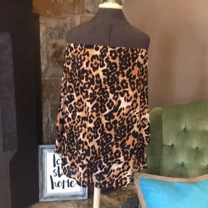 Tops - Strapless leopard top
